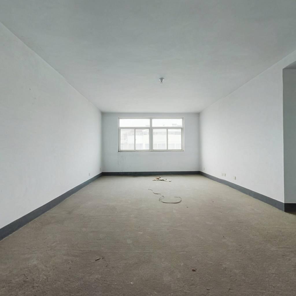 格局好,两卧朝阳,客厅朝阳,大三室