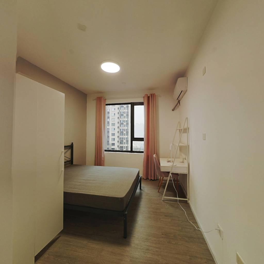 合租·鲁能公馆 4室1厅 东北卧室图