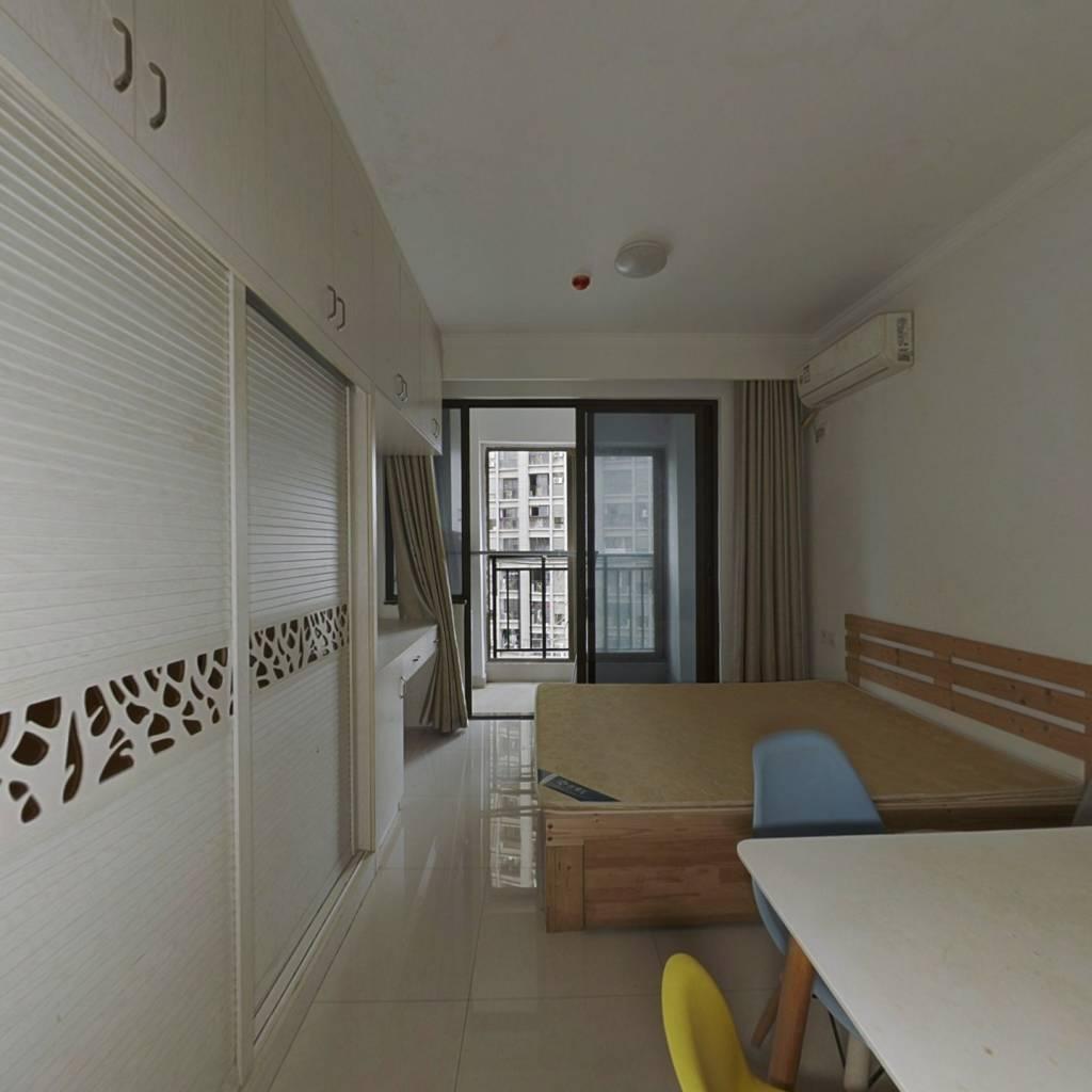 世茂二期 单身公寓 总价低 有证无欠