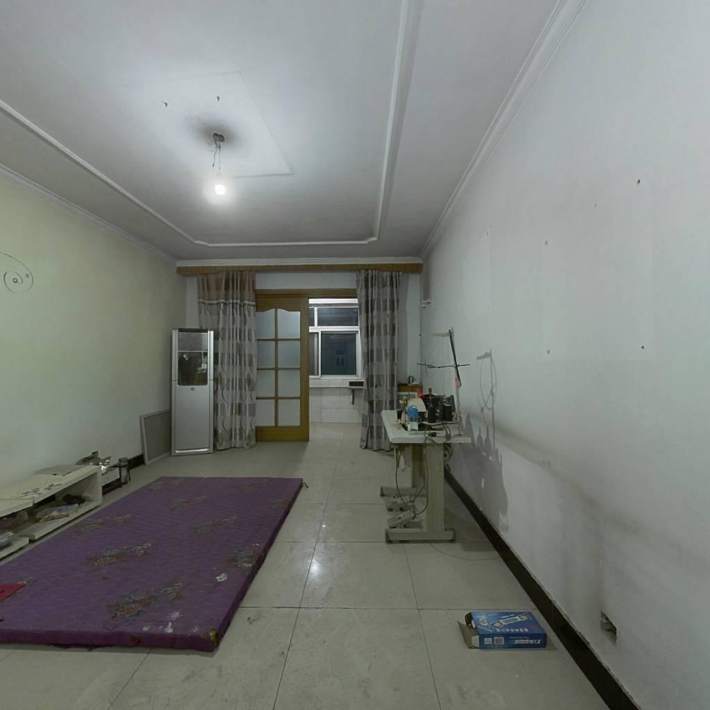 精装大三室,南北通透,繁华地段,出行方便