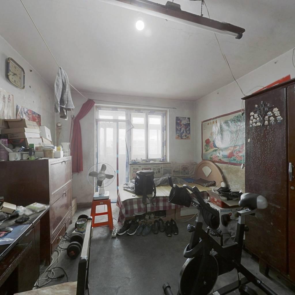 公产朝东大拆间,屋内带一个阳台,总价低。
