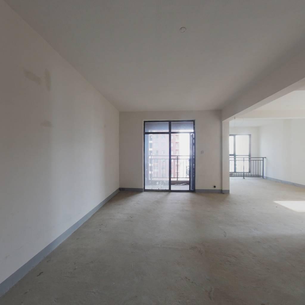 临湖一线,俯视南湖毛坯三居室,满两年,诚心出售