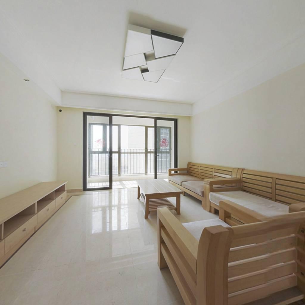 房子全新未住,户型方正实用,楼层好 视野开阔无遮挡