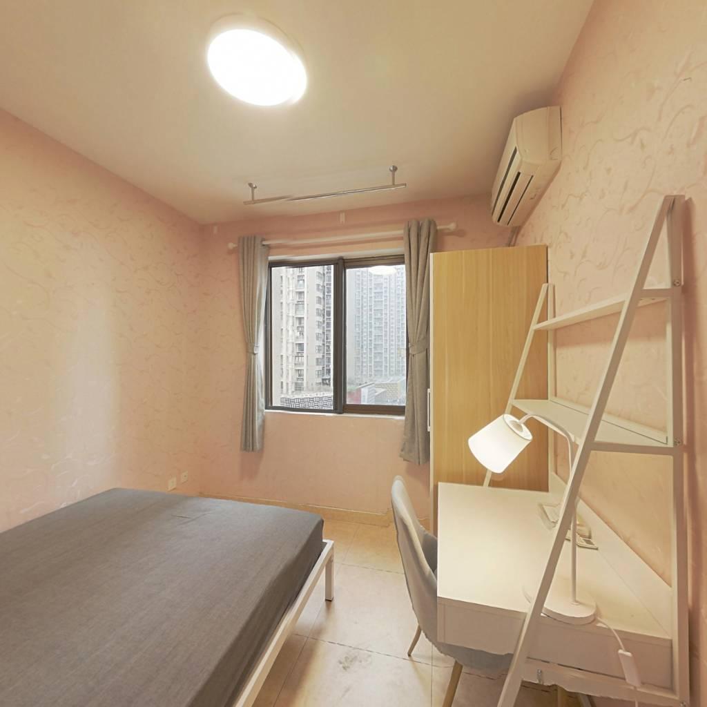 合租·金牛万达D组团 3室1厅 东北卧室图