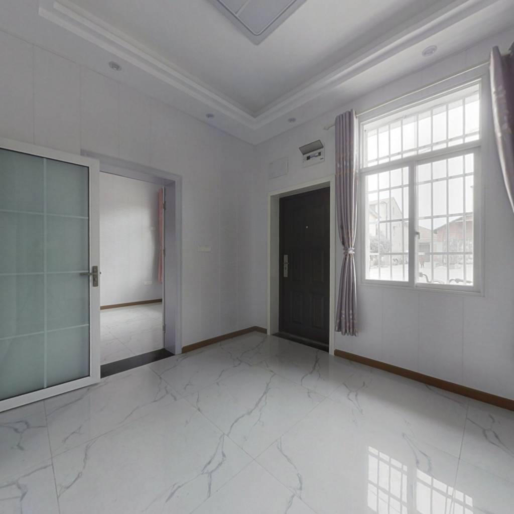 江滩边  步梯一楼养老房  一室一厅  有出场