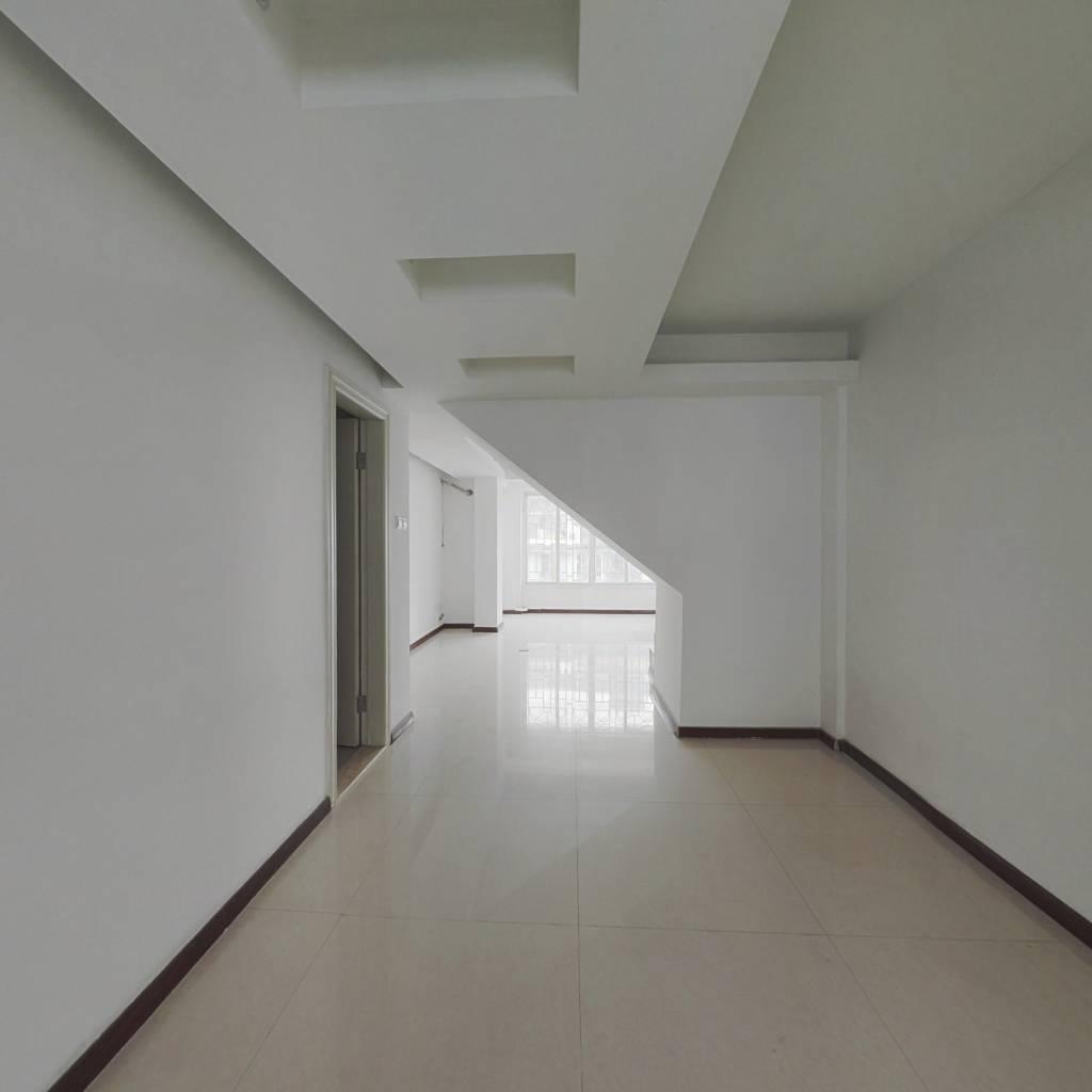 上渡南台新苑紫荆园,复式楼出售,楼上有2个露台、