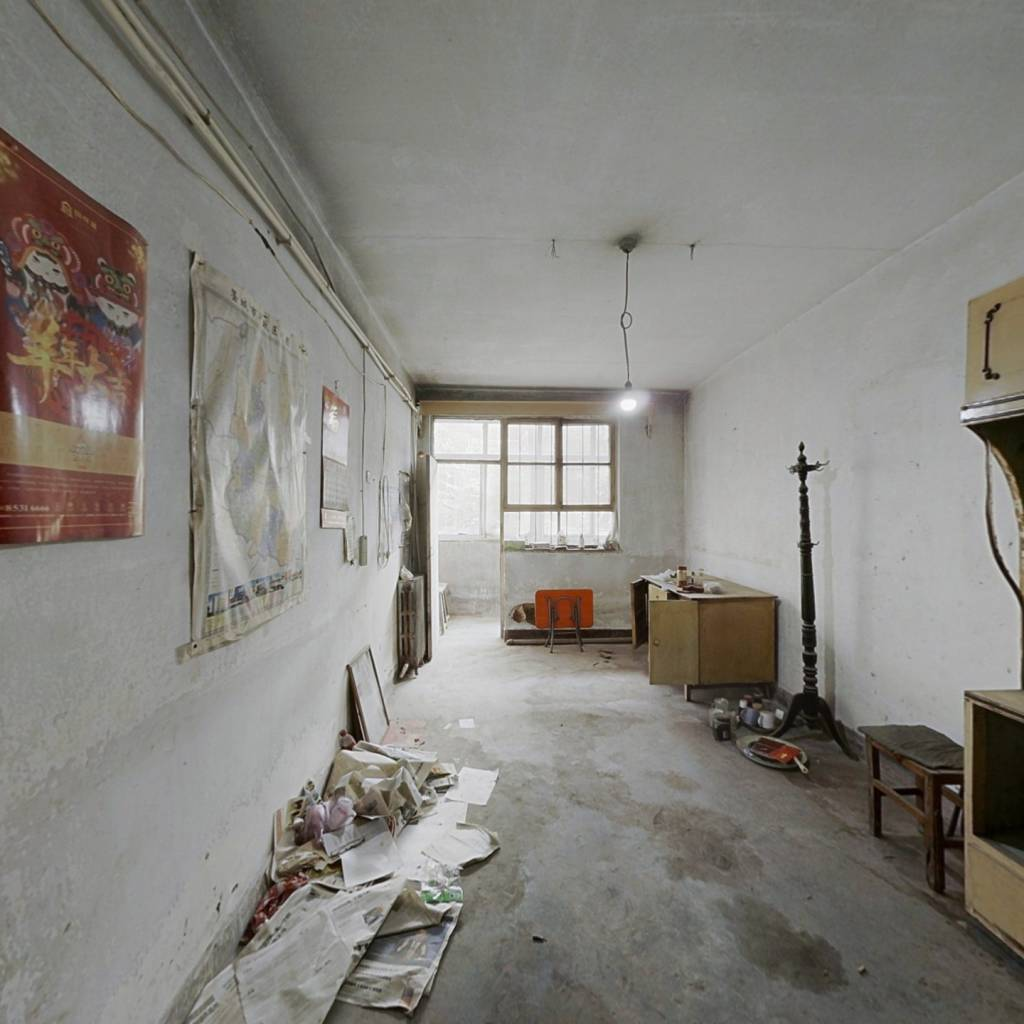 一楼两室,小区安静,适合居住。