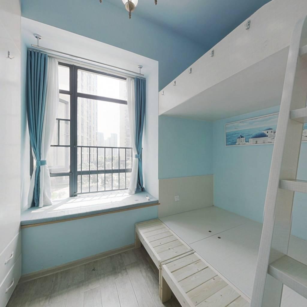 兰亭湾畔 实用复式公寓 上下两个床 拎包入住