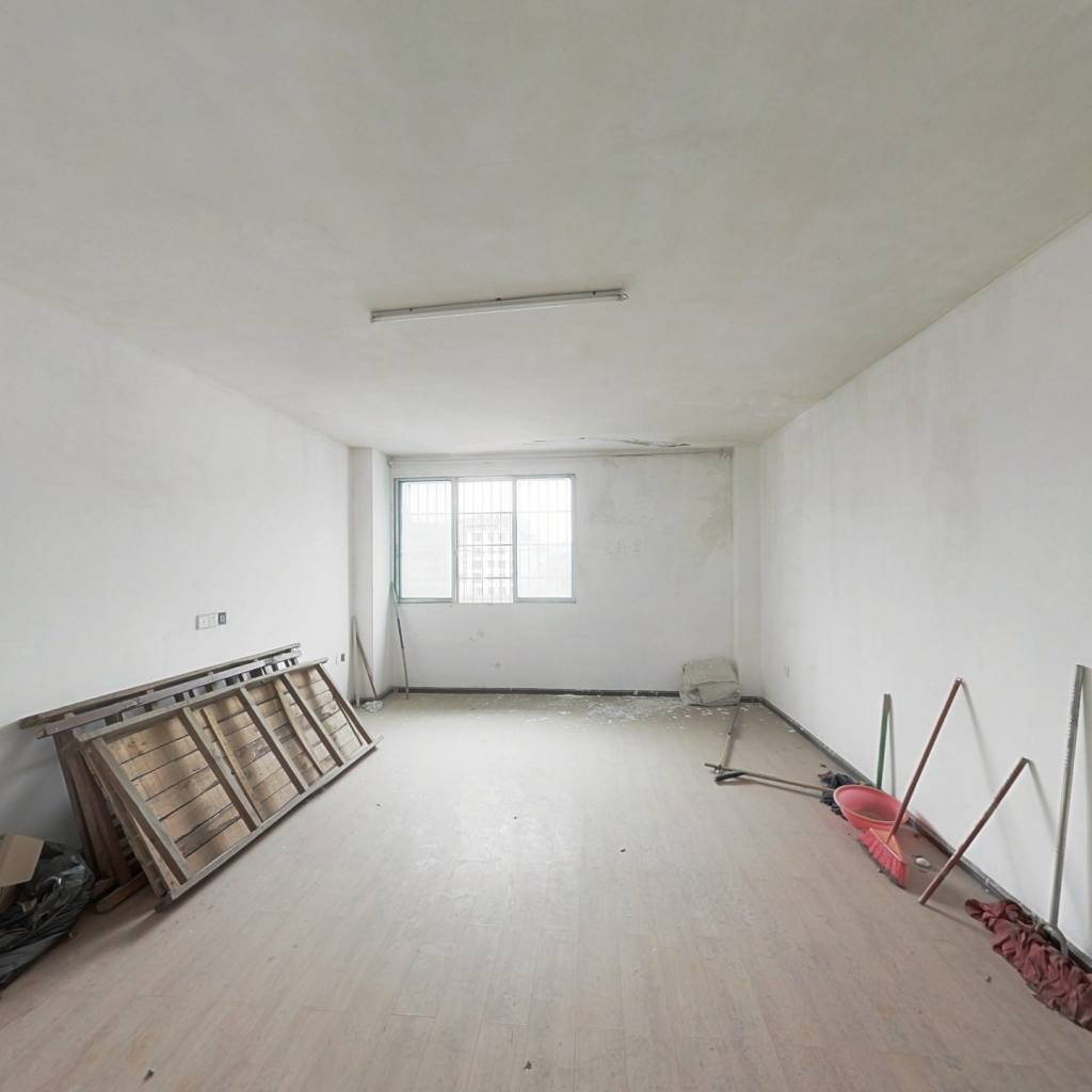白云公园观景房四室中等装修,业主诚心卖。