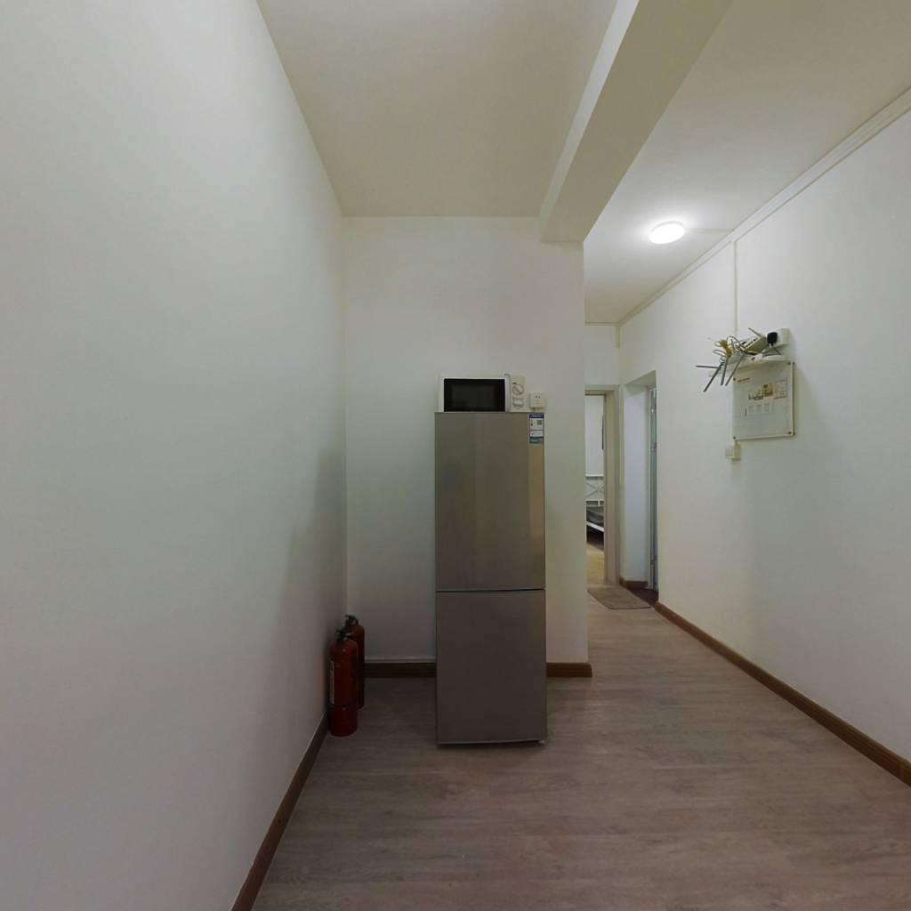 合租·龙城新苑 4室1厅 南卧室图