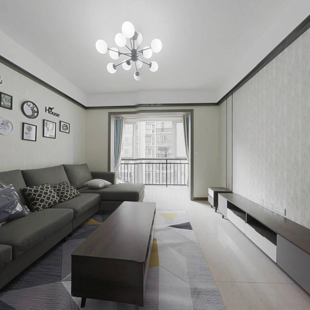 此房产权清晰,户型方正,自住装修,看房方便 ,