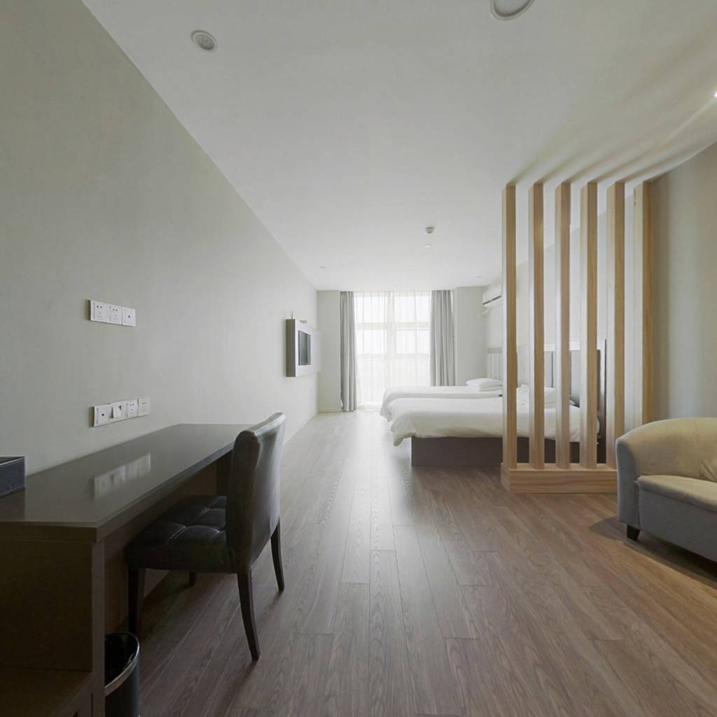 此房精装修采光刺眼,保养的非很好,高楼层,诚意出售