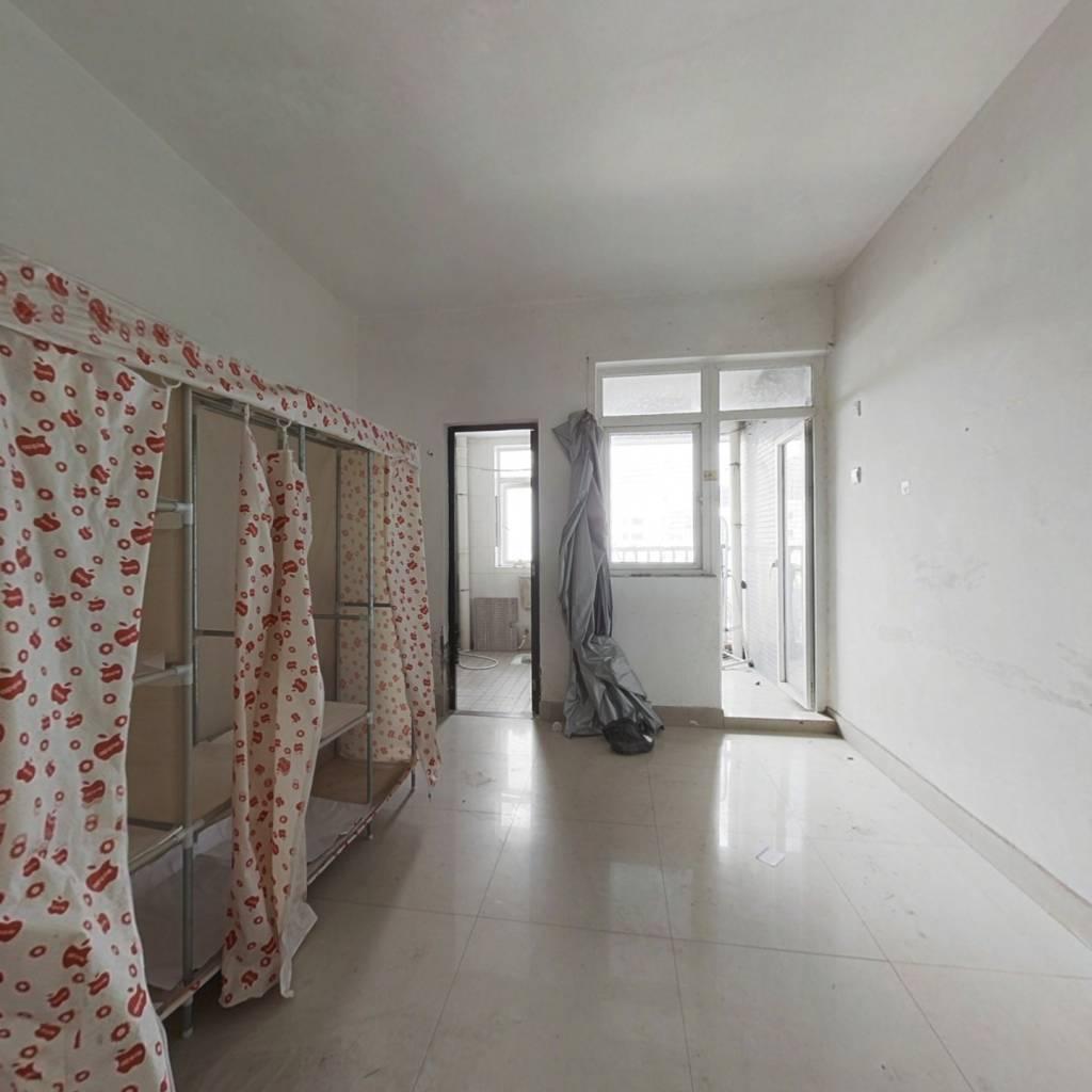 万达,灿邦量大商圈,带装修单身公寓,超抵出售