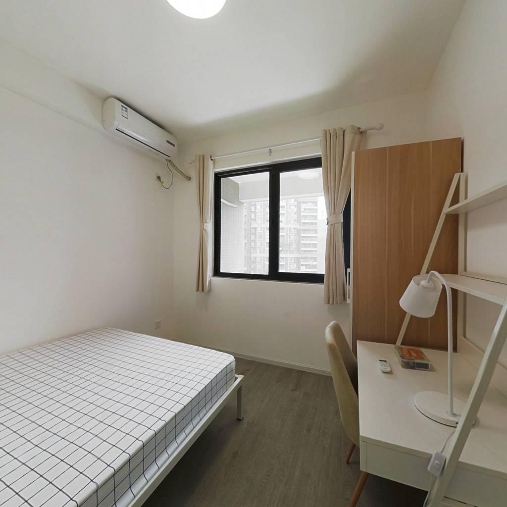 合租·华润凤凰城一期 5室1厅 北卧室图
