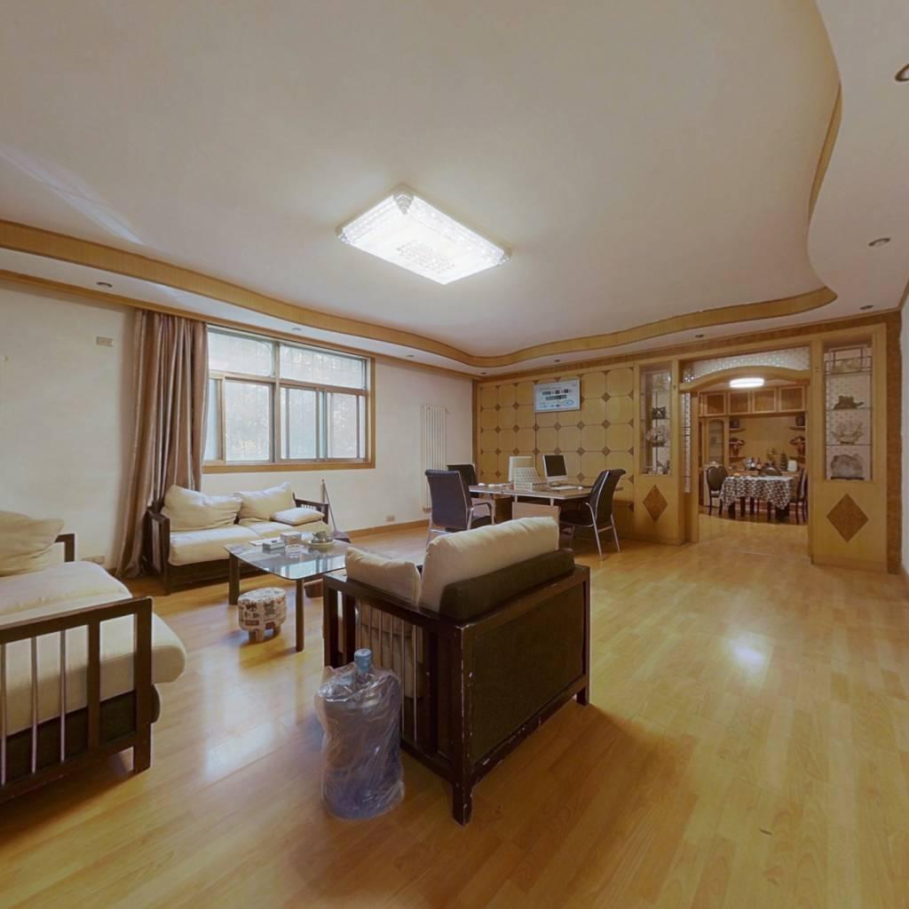 此房户型方正且楼层低,适合老人居住,业主诚心出售