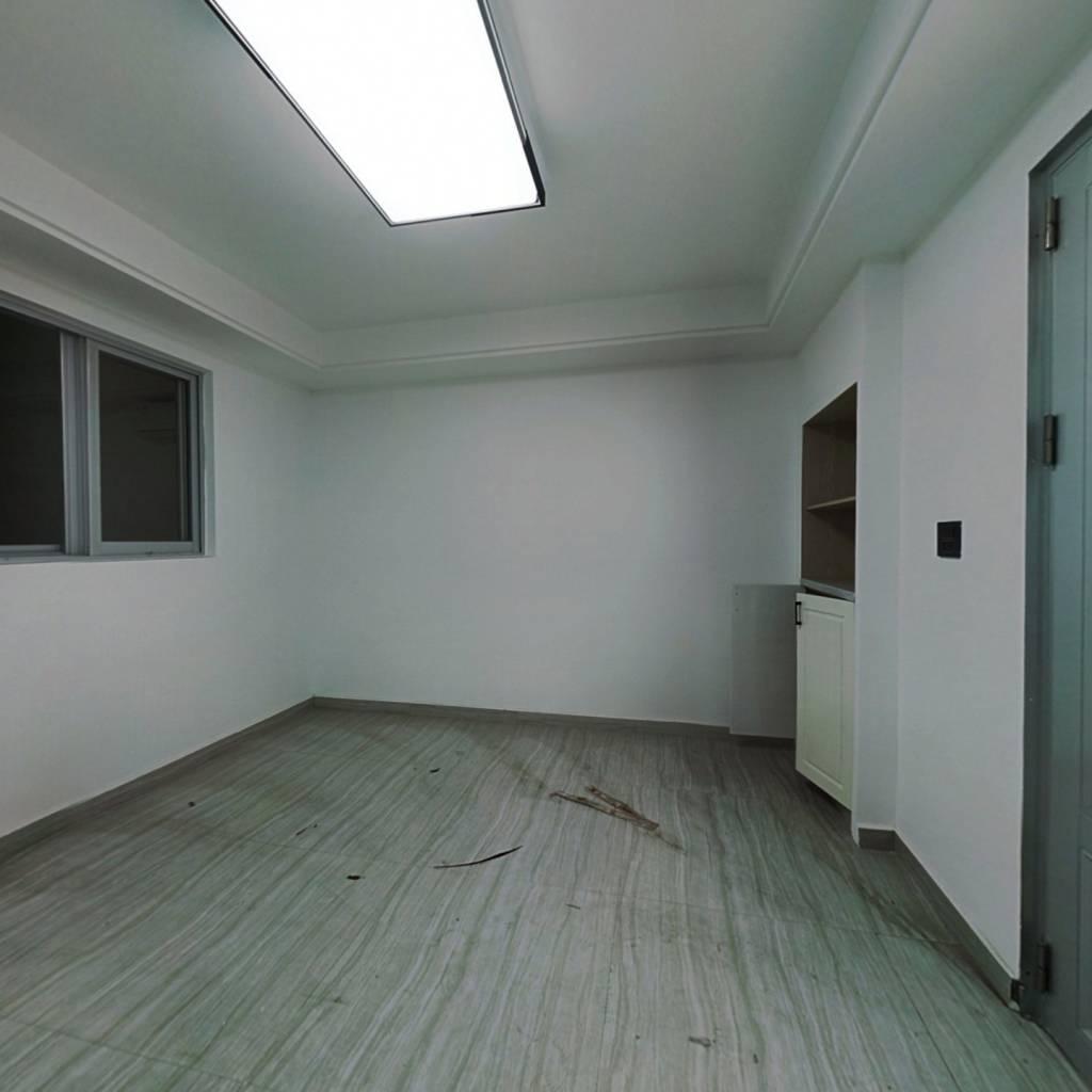 新金公寓 全新装修 房龄新 买它
