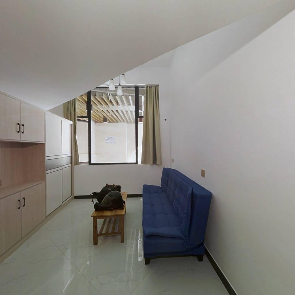 不要资格大复式 两个卧室两个卫生间急售