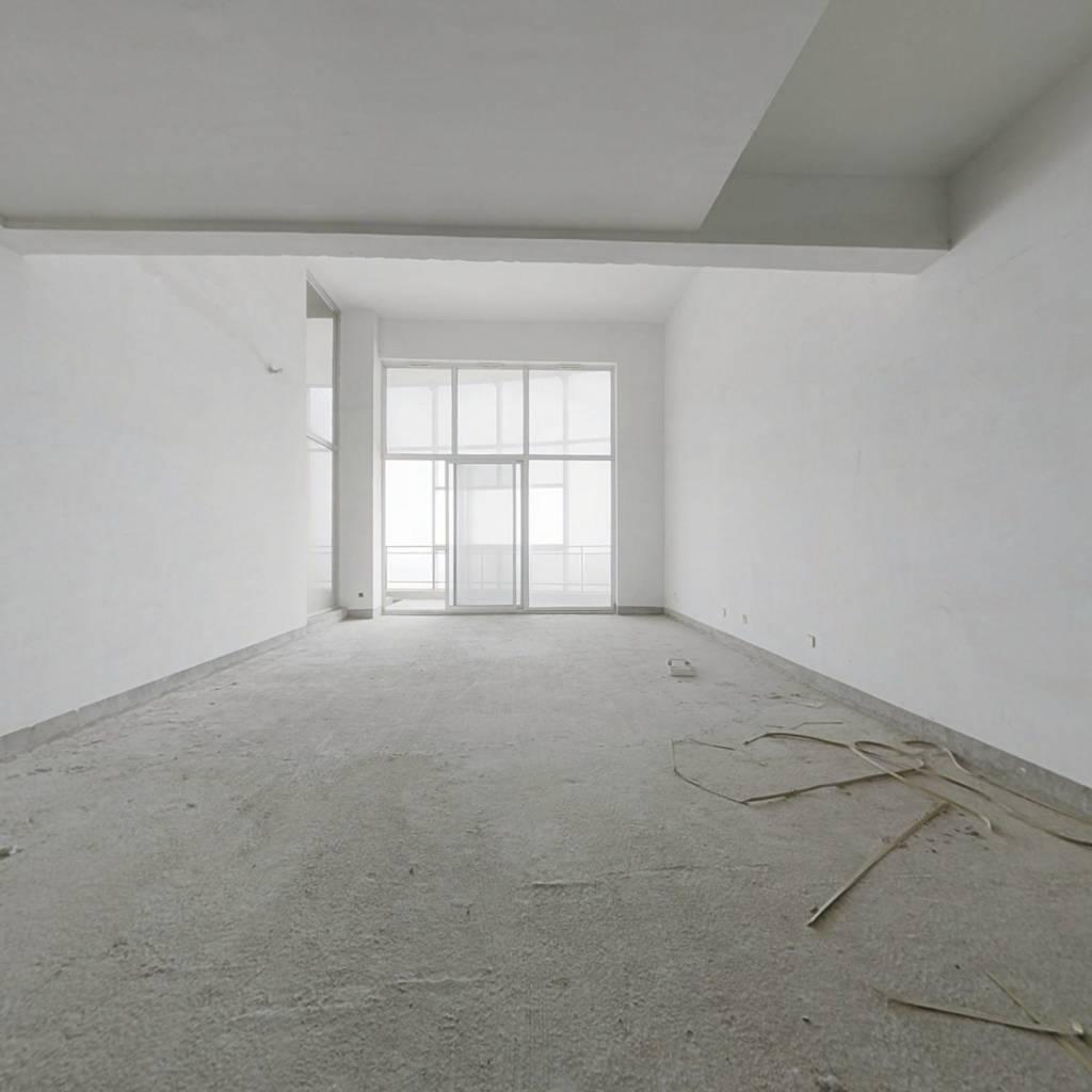 和谐天下楼中楼,高档住宅定位,带车位出售600万。