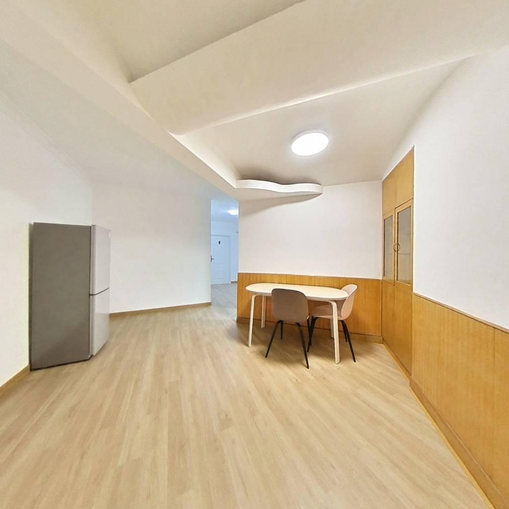 合租·汇宾广场 4室1厅 东卧室图