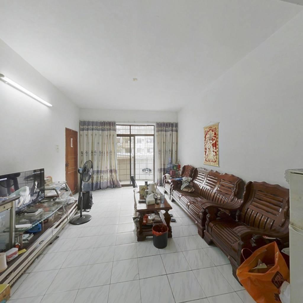 此房是过五唯一,视野宽阔,采光充足,格局方正。。