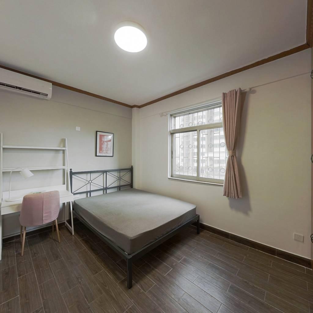 合租·华港花园 3室1厅 东卧室图