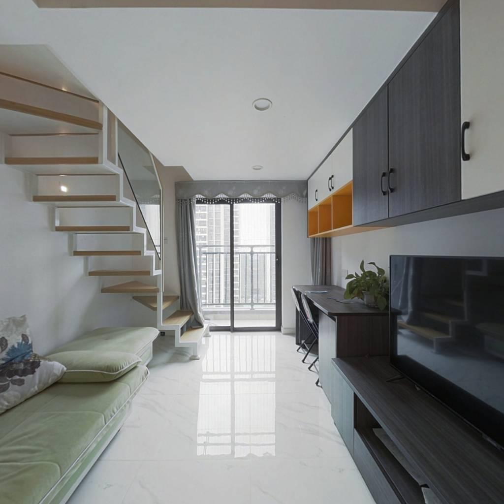 此房精装修,复式两房,家私家电齐全,拎包入住。
