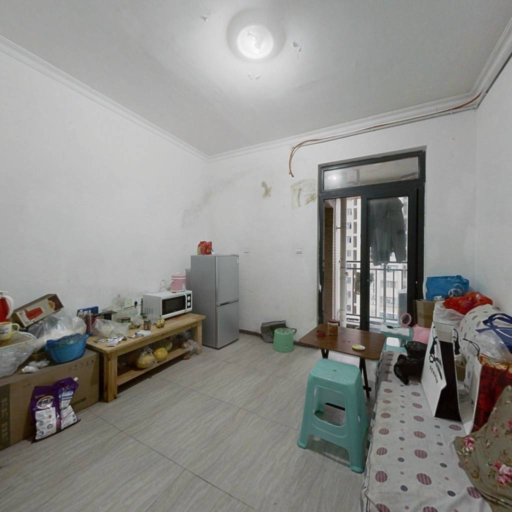 简装一房 ,业主诚心出售,价格美丽 ,安静舒适。