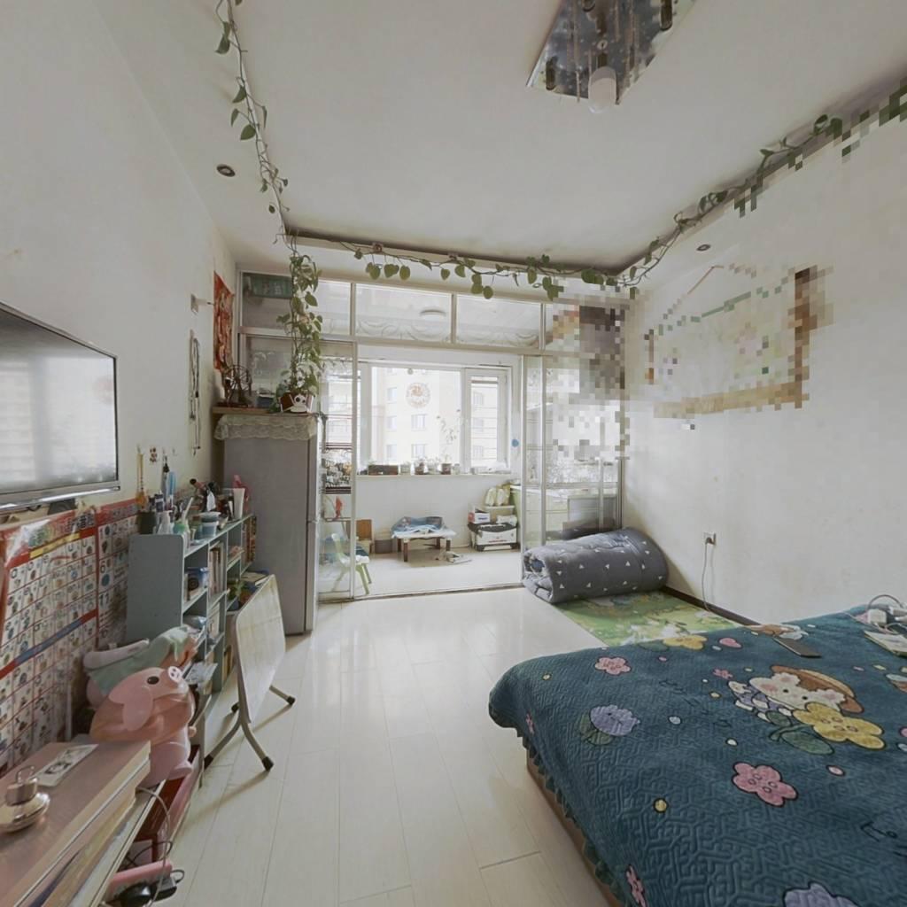此房房照满2年 没有大税 , 电梯地热 非顶楼