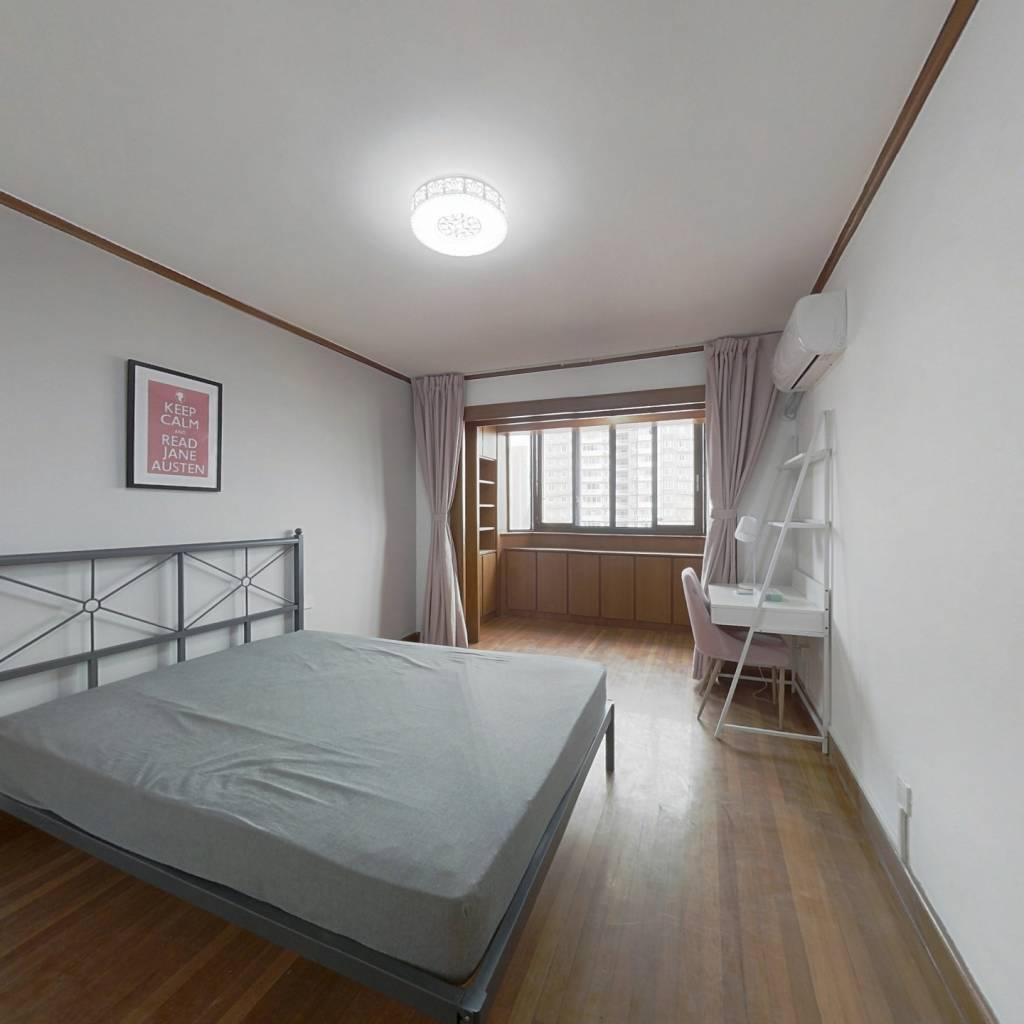 合租·泾栖小区 3室1厅 东卧室图