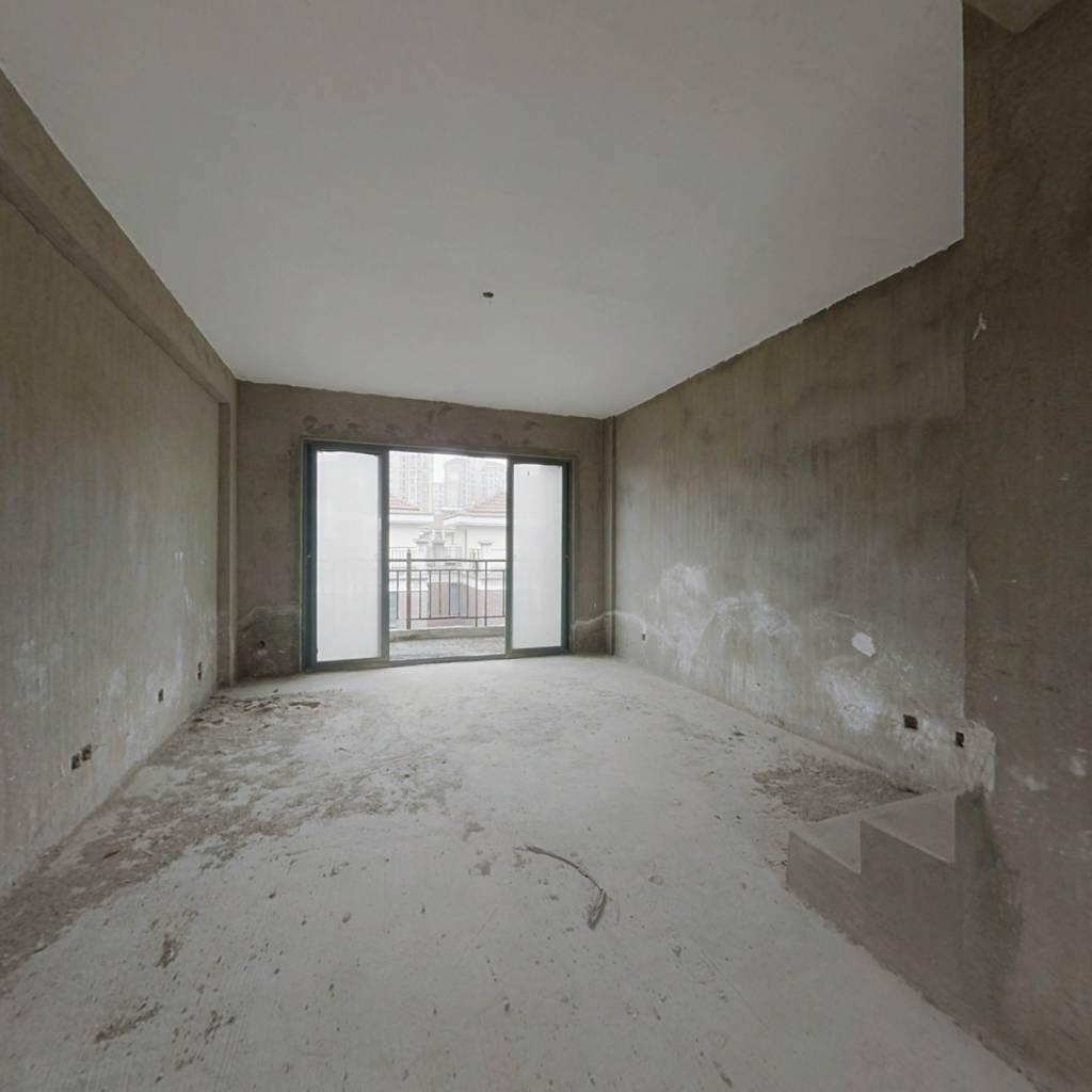 居住主题公园楼梯楼,上下两楼,买一层得两层