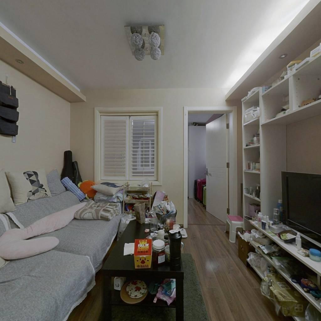 南北通透一居室,中间楼层,精装修,满五年央产房