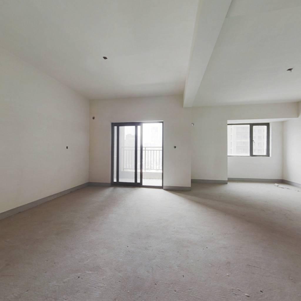 绿地二期大户型三房 房东诚心出售 随时看房