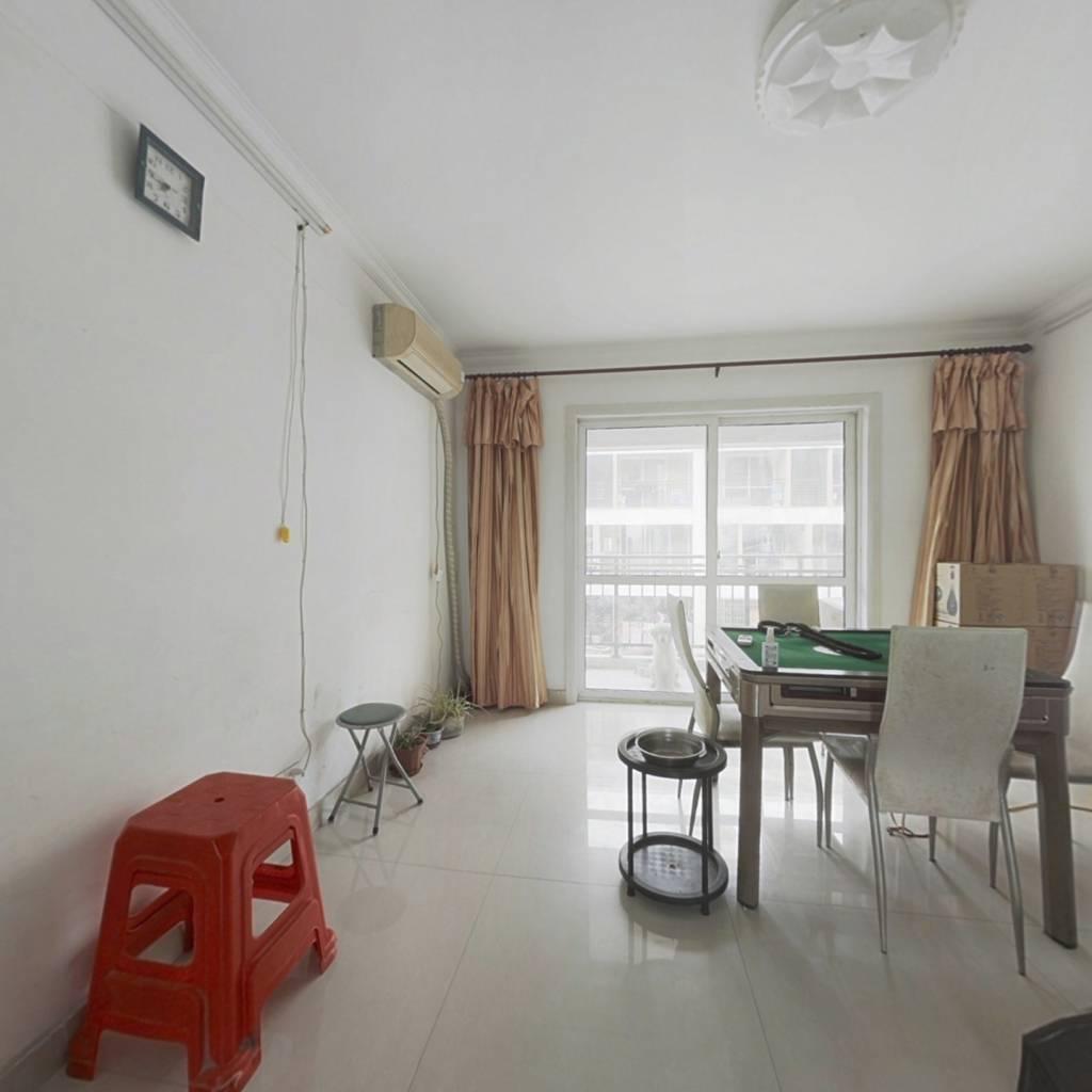 70年公寓好楼层,房子自住装修,户型方正