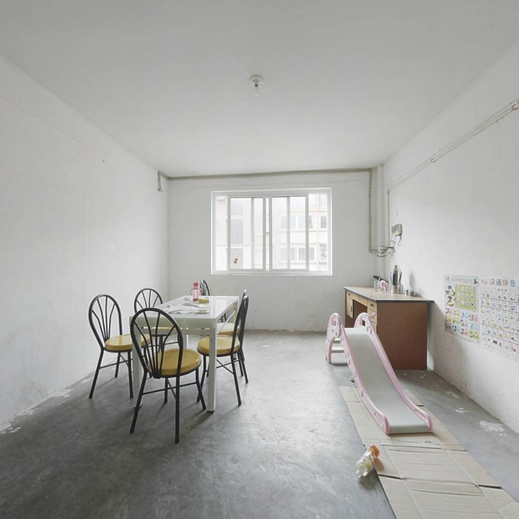 楼层4楼,简装,视野光线好,小区安静舒适