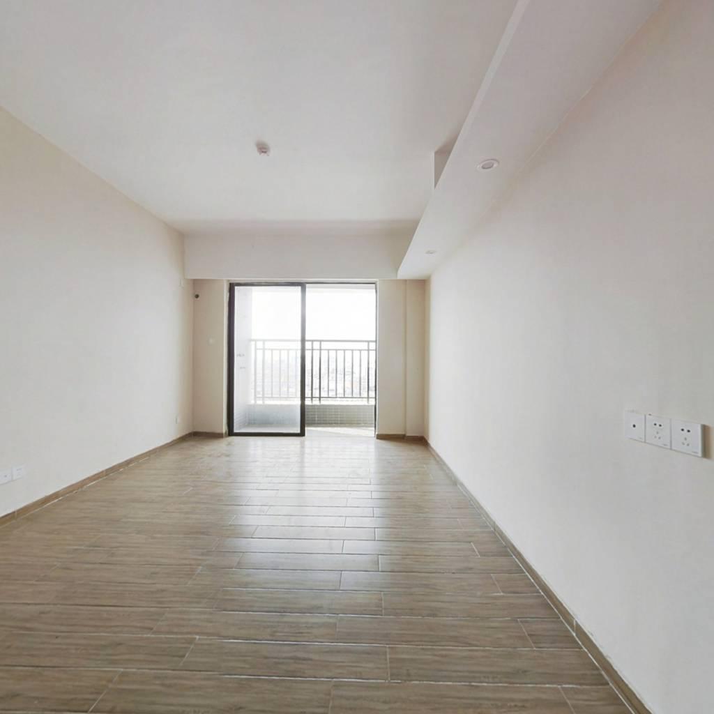 业主诚心出售,精装单间公寓,楼层好采光佳