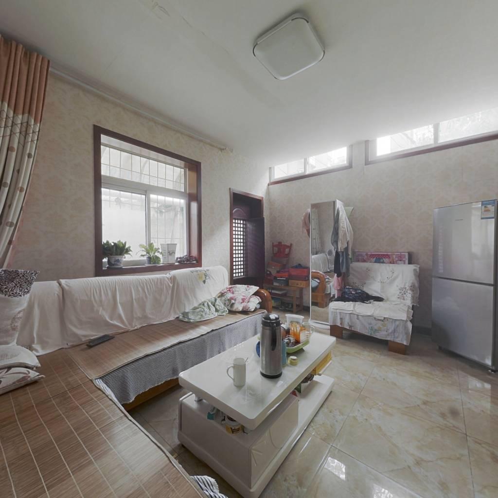 正规两室两厅,双气,低楼层,无任何纠纷,行动方便