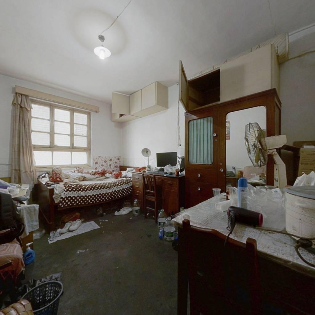 西市场  一室一厅  位置好交通便利 2楼