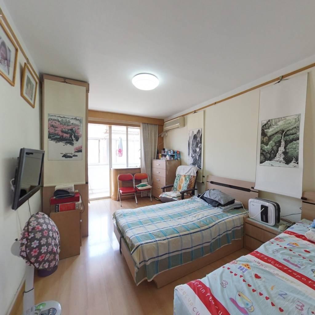 育翔 96年房龄两个卫生间 大客厅南北通透正规四居室