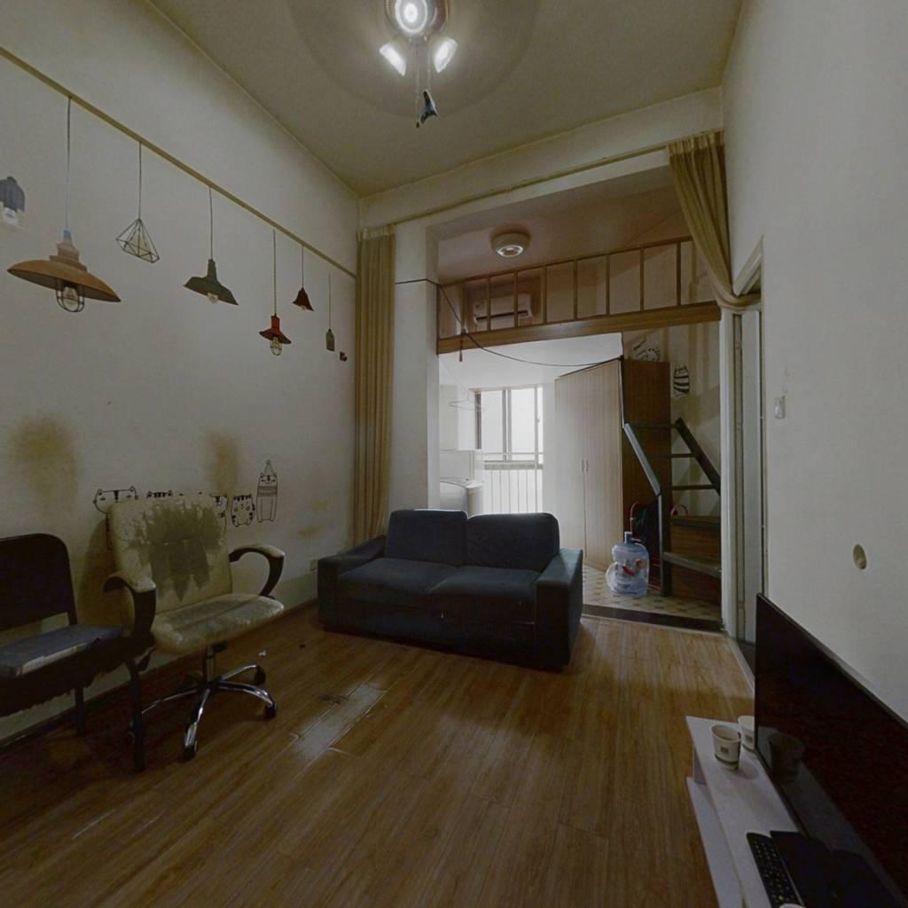 湖湾世景 地铁口公寓 一室一厅 可看湖景 复式楼