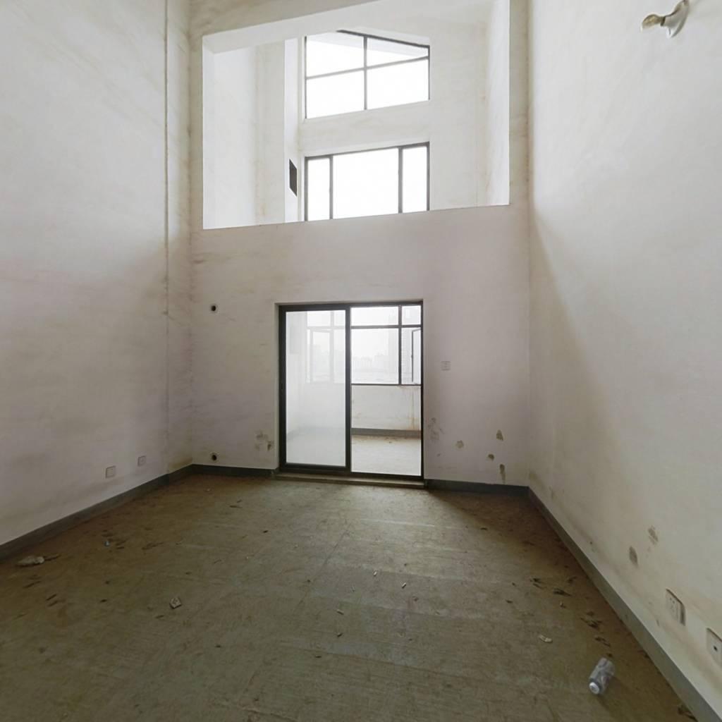 名  门世家复式四房 采光好 双地铁口