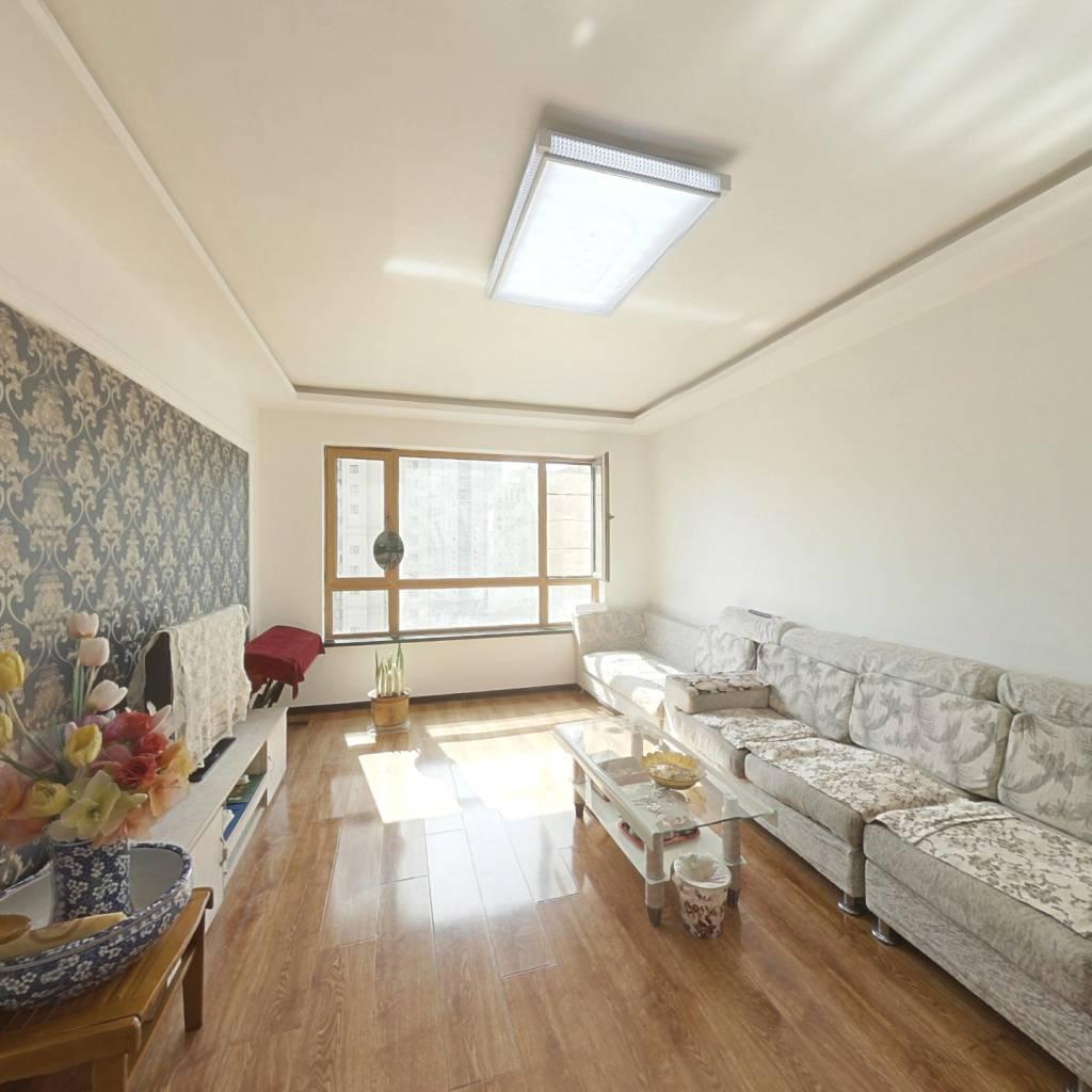 和平长白岛内 外滩叄号 精装两室 户型方正 采光充足