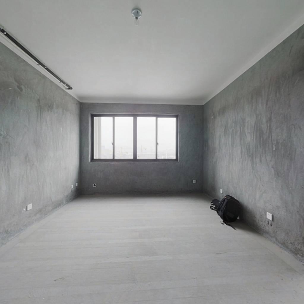 亿象城商场边云泰锦园高楼层小三房 视野佳 采光充足