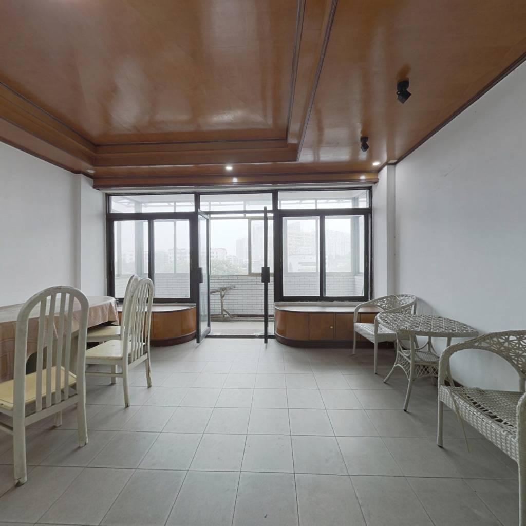 四房两厅,采光好通风,生活交通方便,近西场站F出口
