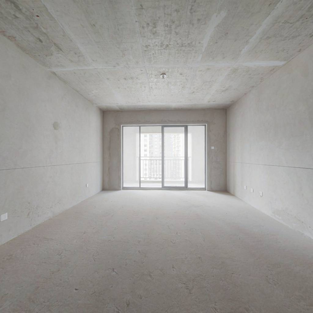 未名城全新毛坯房,五室二厅,带产权车位,房东急售