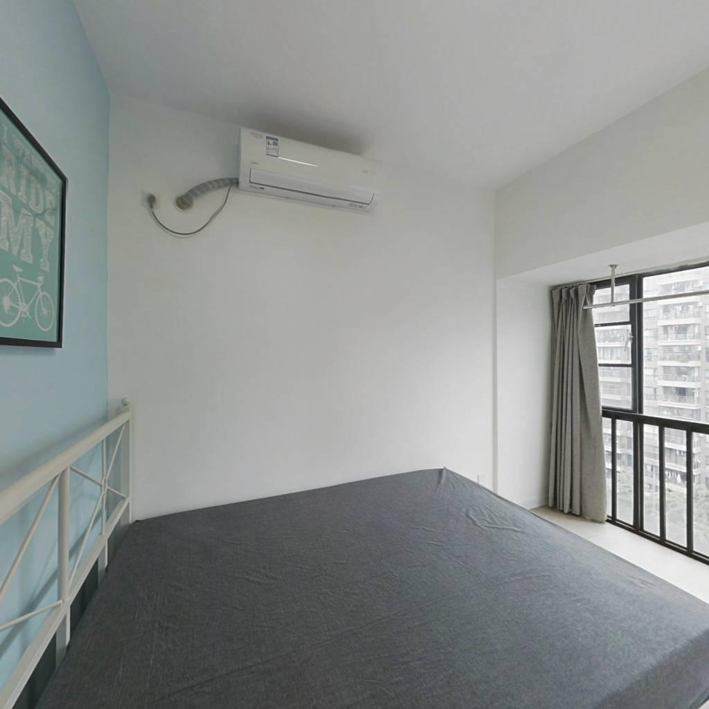 合租·时尚明苑 3室1厅 西卧室图