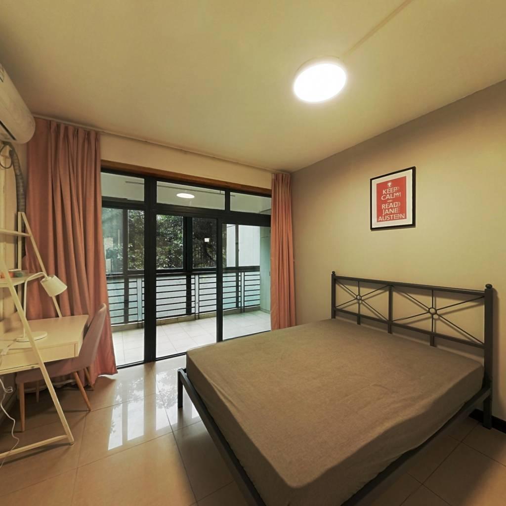 合租·龙华阳光 4室1厅 西卧室图