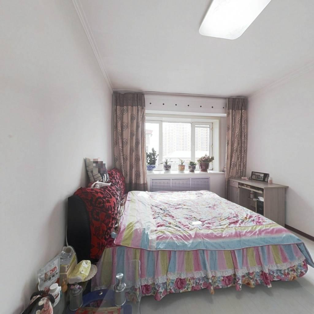 南北通透两室一厅,楼层高无遮挡,光线充足视野宽阔