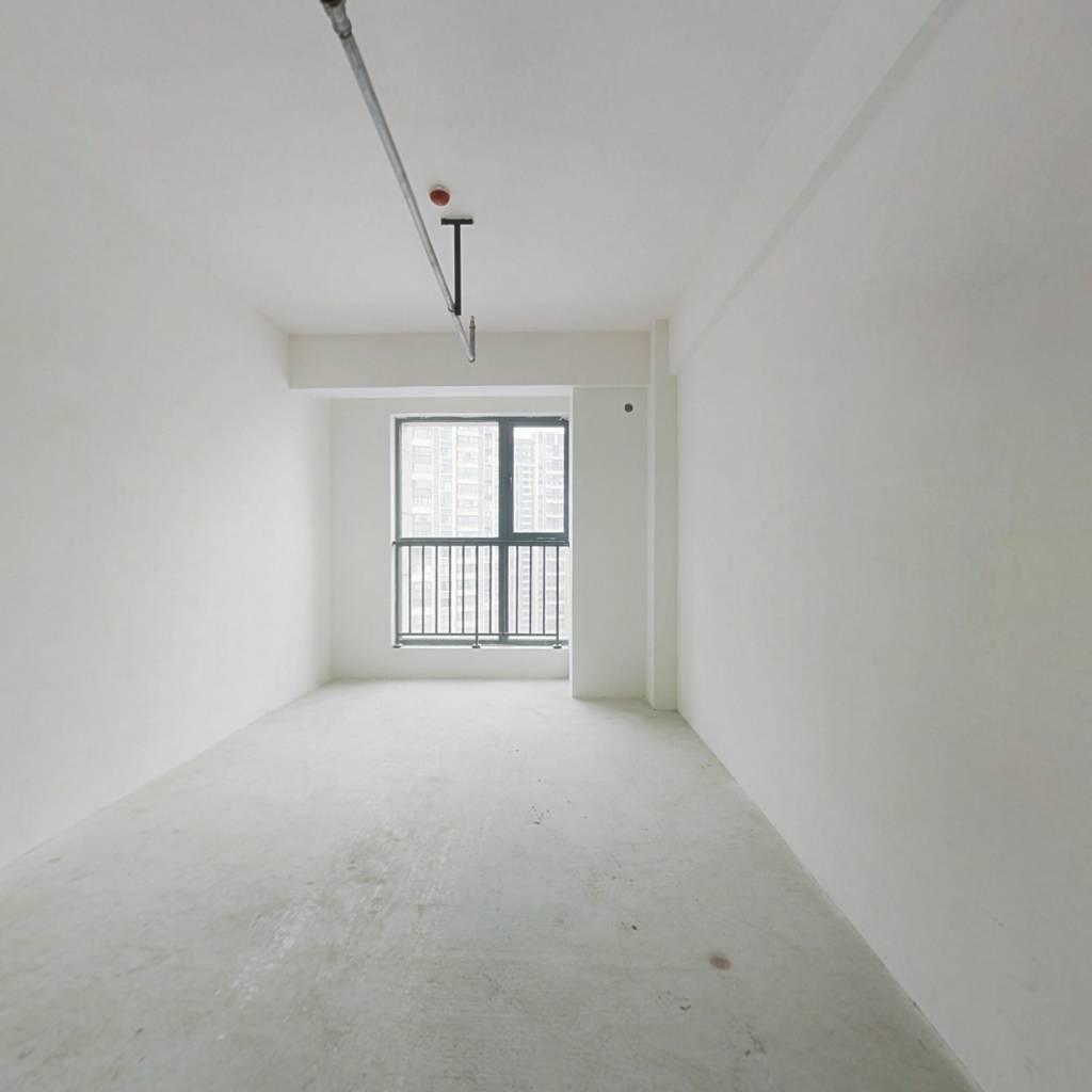 次新房,户型方正,高楼层视野好。