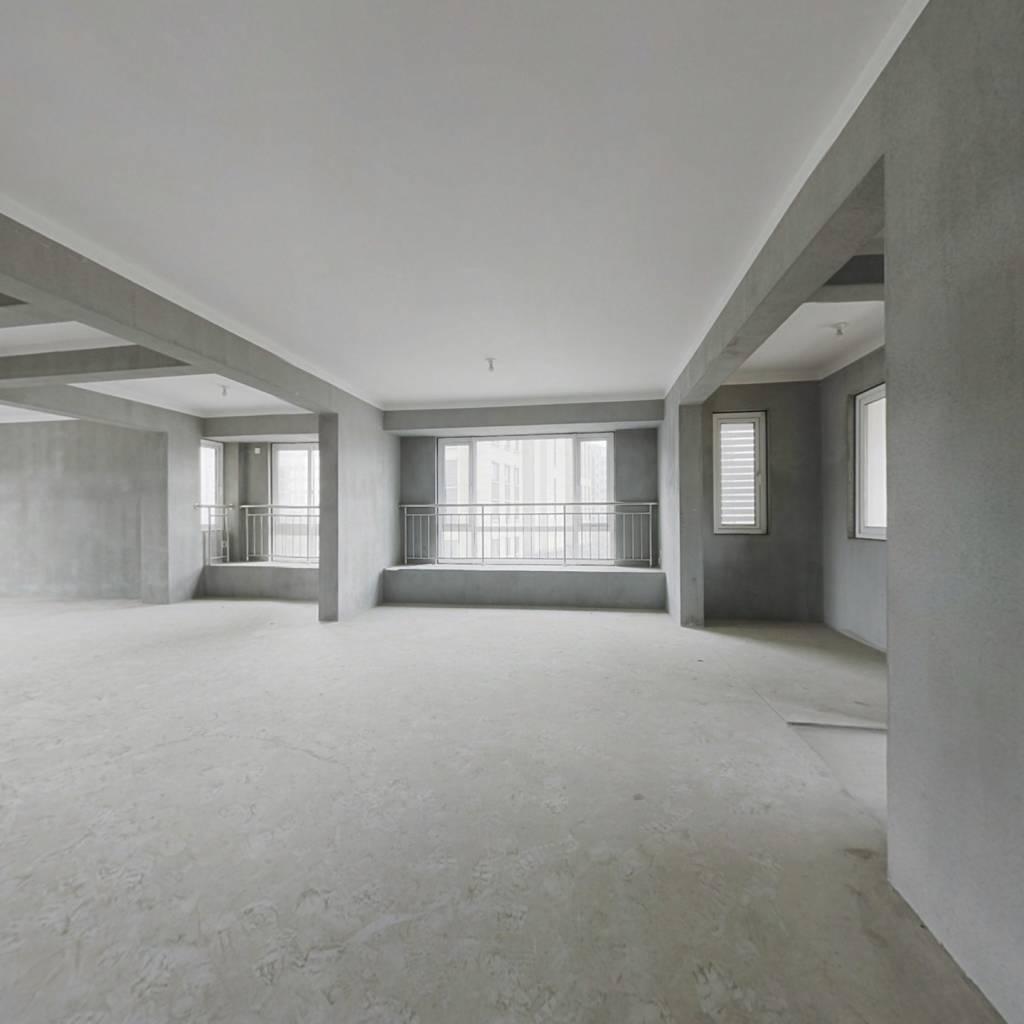 此房满两年、西边套、全明户型、采光通风性能好