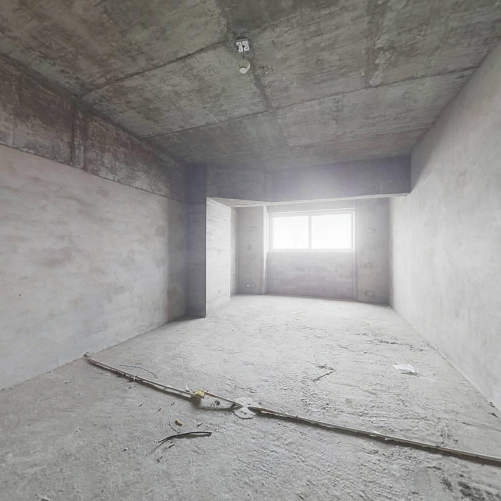七十年产权  标准平层小套一,清水房,高楼层